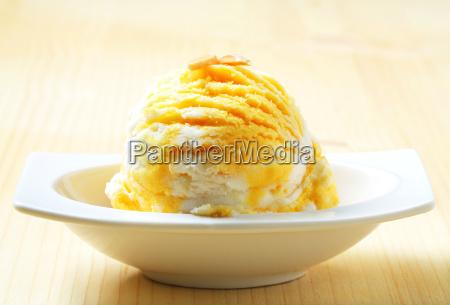 egg liqueur vanilla ice cream