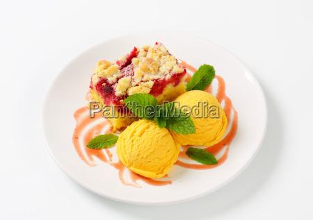 raspberry cake with ice cream