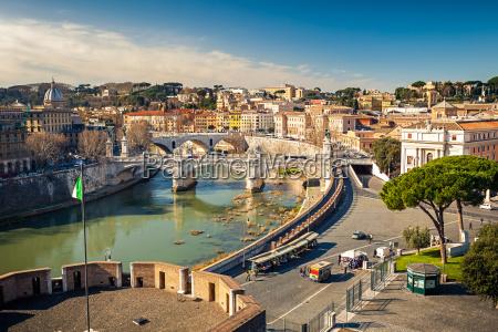 blick auf fluss tiber in rom