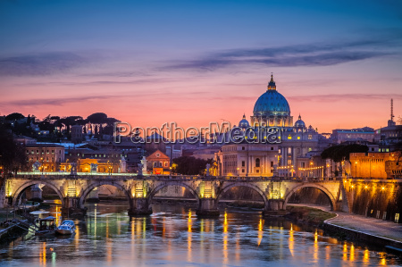 st peter39s cathedral at night rome