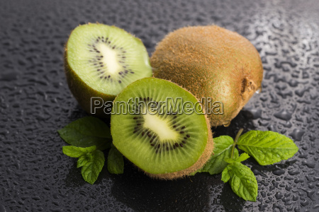 juicy kiwi fruit and freas mint