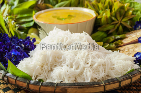 local rice vermicelli and curry sauce