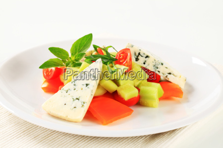 vegetable salad with blue cheese