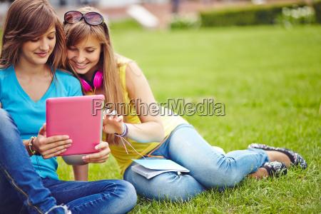 girls networking