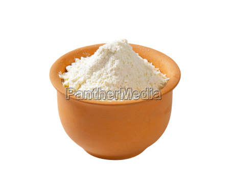 wheat flour in terracotta dish