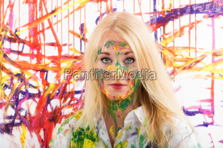 young blond woman making a chromotherapy