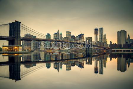 brooklyn bridge and manhattan at dusk