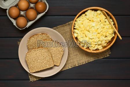 egg salad and wholegrain bread