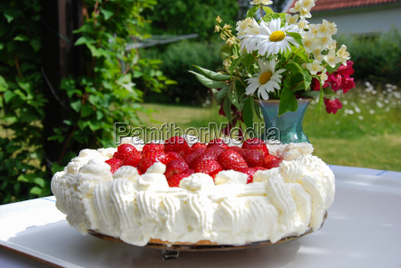 strawberry cake and flowers