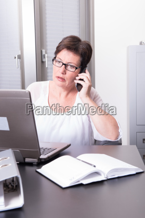 woman is destroying her pc