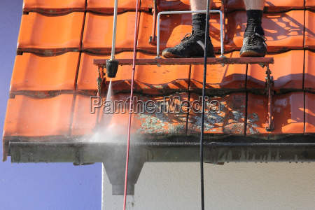 roof and gutter cleaning with high