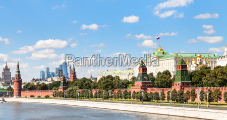 panoramic view moskva river kremlin moscow