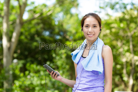 woman listen to music with cellphone