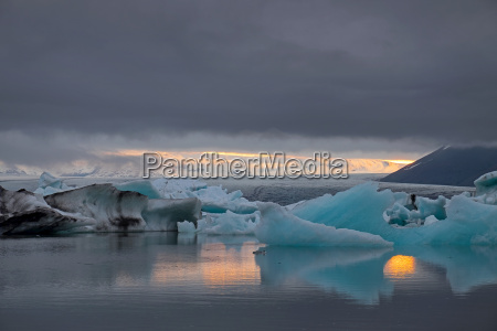 the glacier lagoon jokulsarlon in iceland