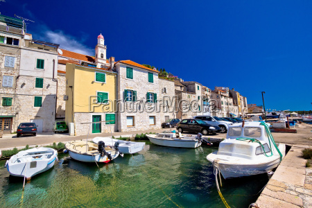 sibenik viejo puerto de piedra colorido