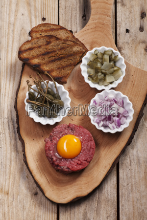 steak tartare with decoration