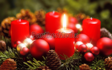 advent wreath with a flame