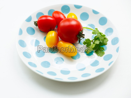tomatoes, on, a, plate - 14936555