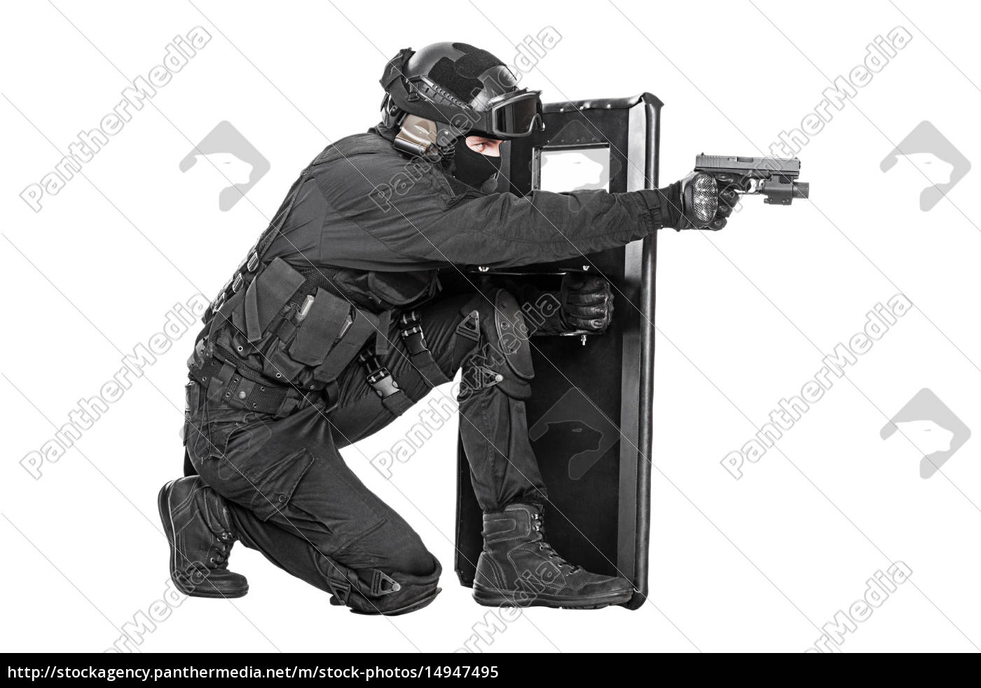 swat, officer, with, ballistic, shield - 14947495