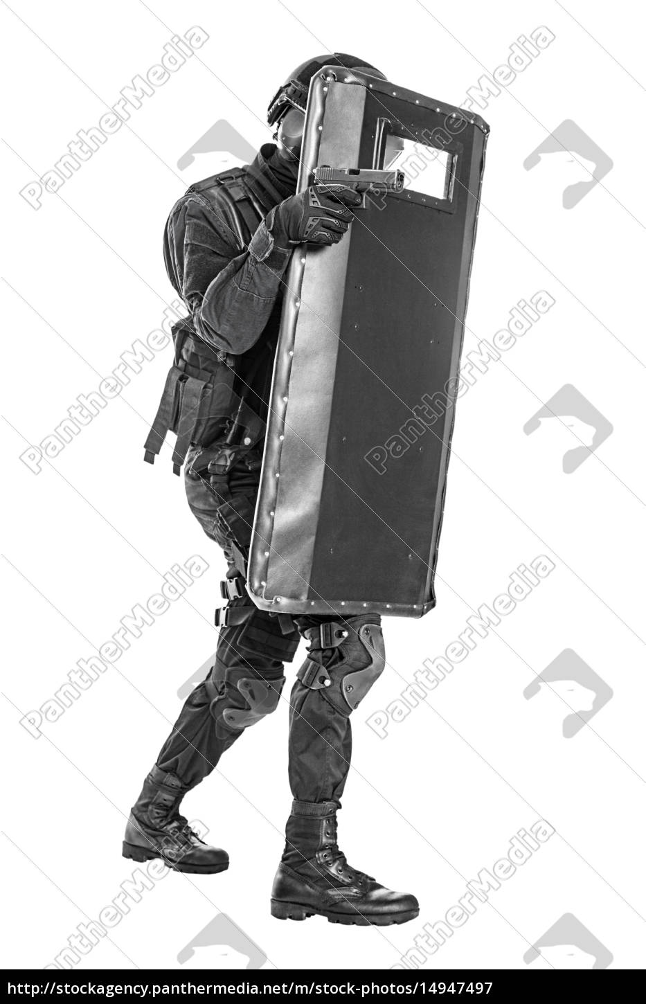 swat, officer, with, ballistic, shield - 14947497