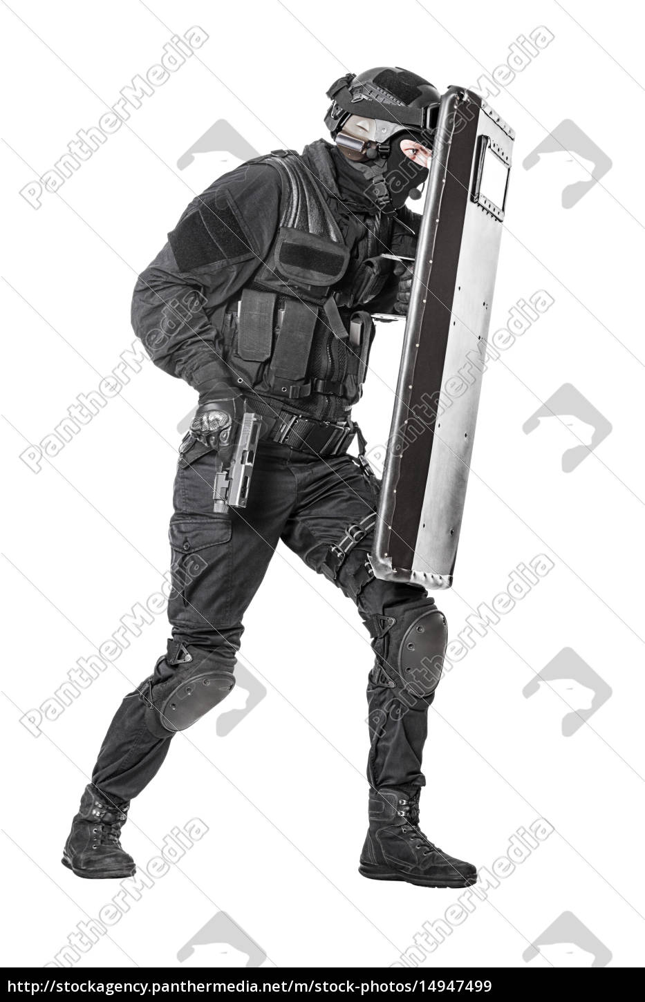 swat, officer, with, ballistic, shield - 14947499