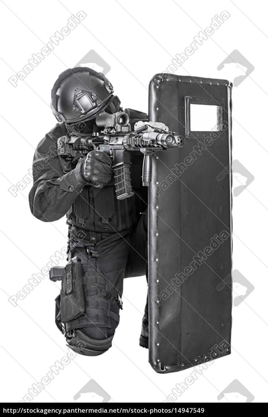 swat, officer, with, ballistic, shield - 14947549