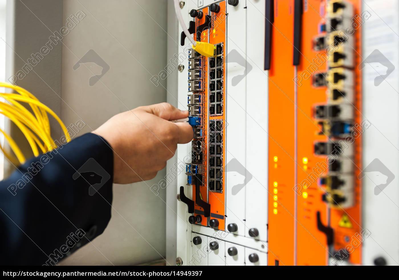 fix, network, switch, in, data, center - 14949397