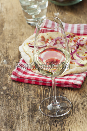 white wine and french flammkuechen