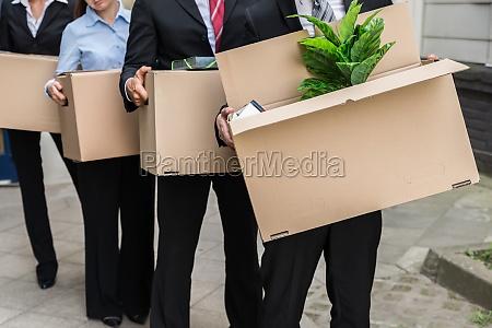 geschaeftsleute mit kartons