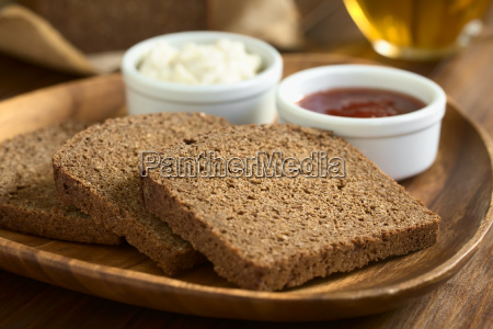 pumpernickel dark rye bread