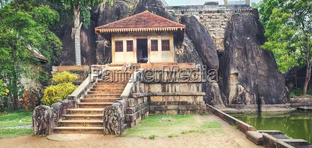 isurumuniya viharaya panorama