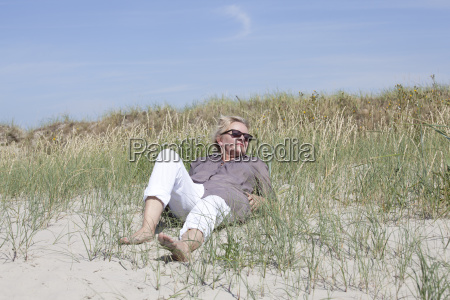 urlauberin relaxed in the dunes