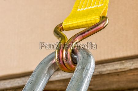 load securing with a clamping belt