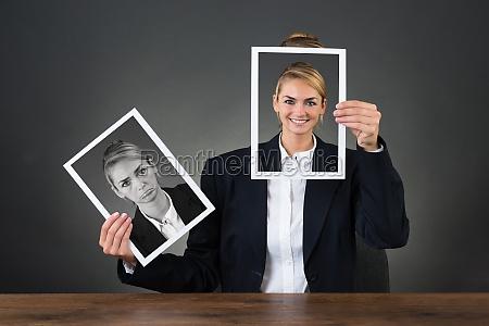 kobieta womane baba biurko zdjecie aparat