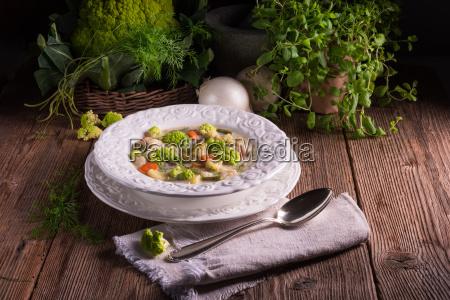 green cauliflower vegetable soup