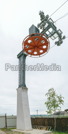main ski lift support with actuator