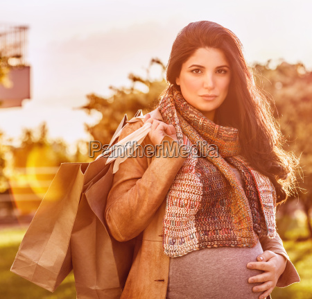 pregnant woman with shopping bag