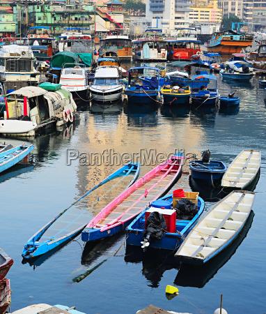 boats in aberdeen village hk