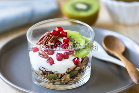 granola with greek yogurt kiwi and