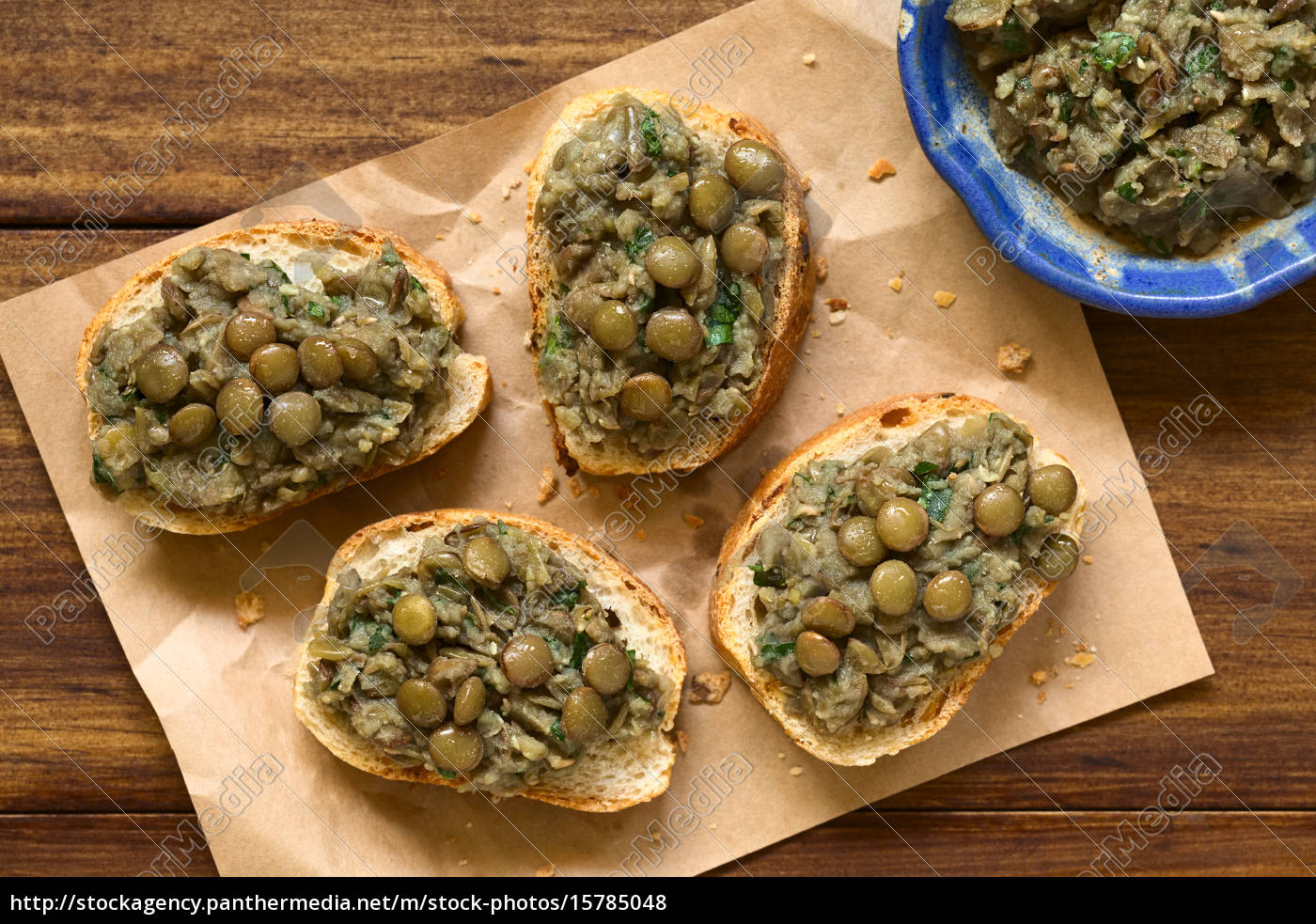 lentil, spread, on, bread - 15785048