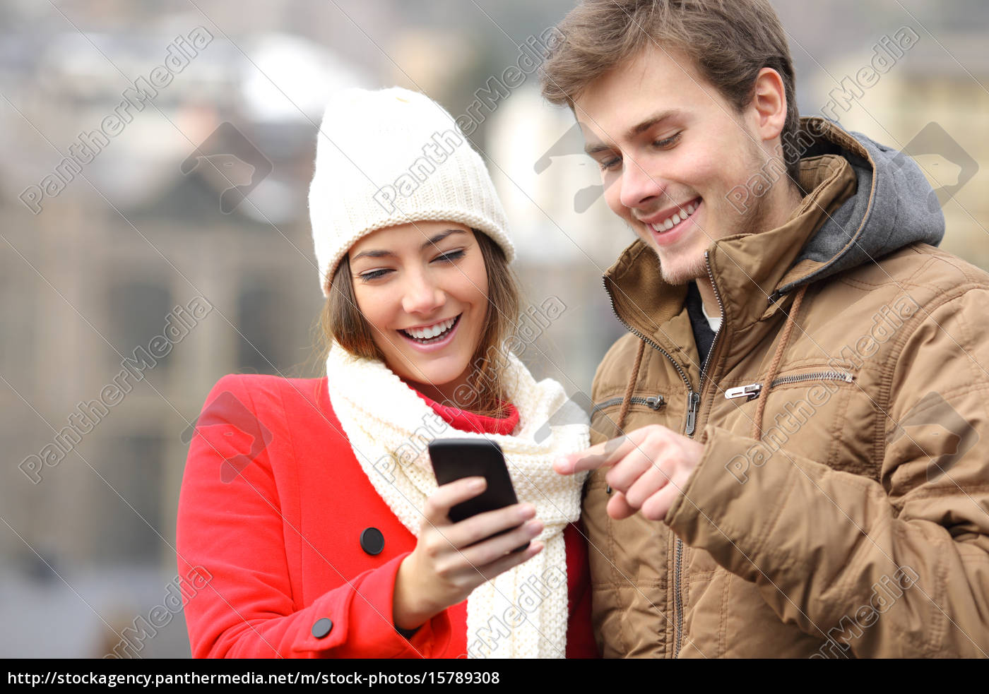 couple, consulting, a, smart, phone, in - 15789308