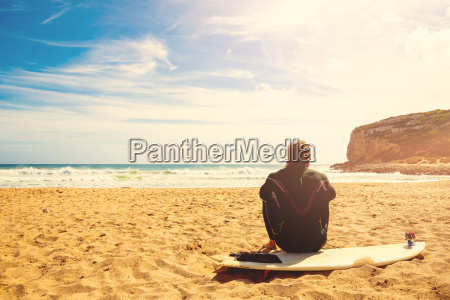 surfer, on, the, beach, waiting, for - 15791356