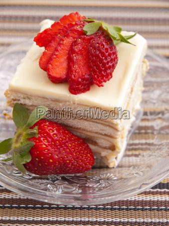 vanilla, cake, with, strawberry, vanilla, cake, with - 15792929