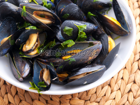 mussels, with, butter, and, fresh, herbs, mussels - 15793019