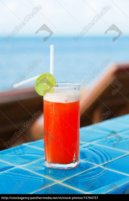mai, thai, cocktail, at, the, pool, mai - 15794757