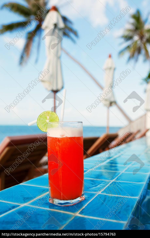 mai, thai, cocktail, at, the, pool, mai - 15794763