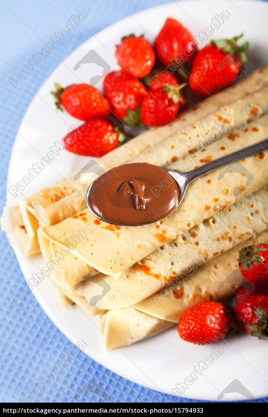 pancakes, with, chocolate, and, strawberries - 15794933