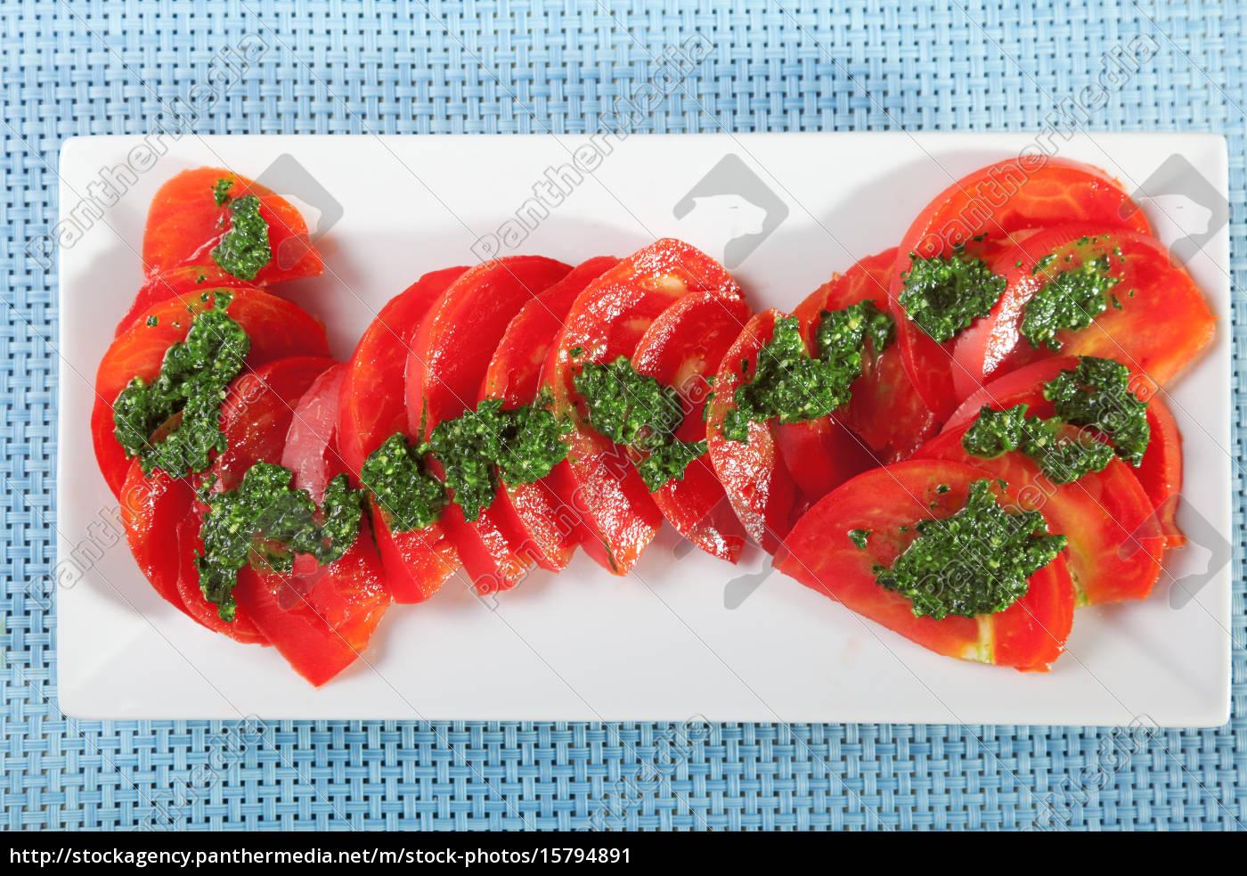 tomatos, with, pesto, sauce - 15794891