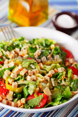 green, salad, with, tomatos, and, croutons, green - 15795497