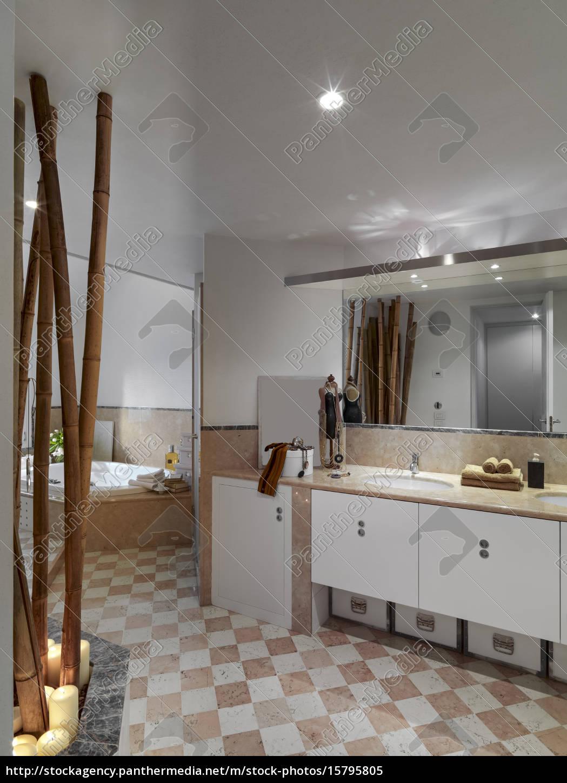 interior, view, of, a, classic, bathroom - 15795805